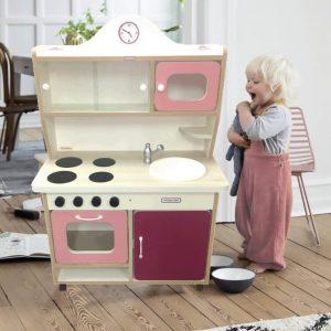 otroska kuhinja, naslovna, otroška kuhinja, lesena otroska kuhinja, darilo, novo leto, mini kuhinja, montaža pohištva, predelava pohištva, montaza, ikea, otrosko pohištvo